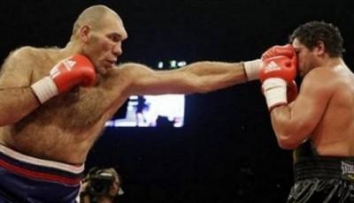 Прямой удар боксера